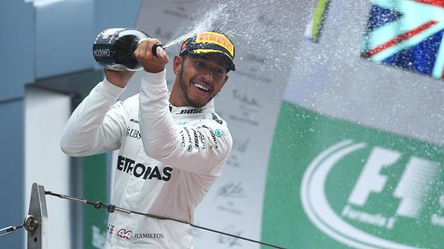 Hamilton rekent op spannende strijd met Vettel na winst in Shanghai