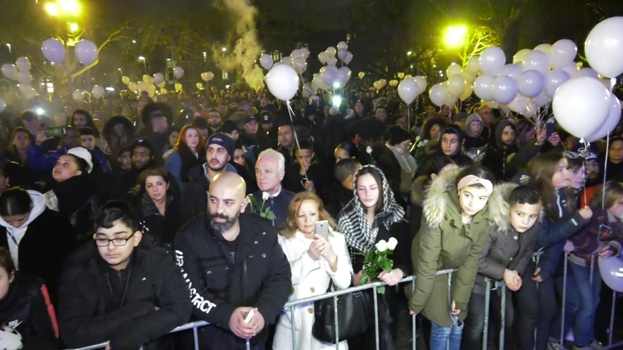 Honderden mensen herdenken rapper Feis in Rotterdam