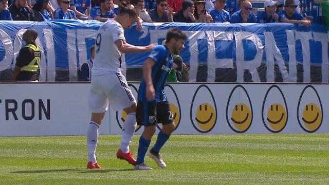 Ibrahimovic geeft verdediger klap tegen hoofd
