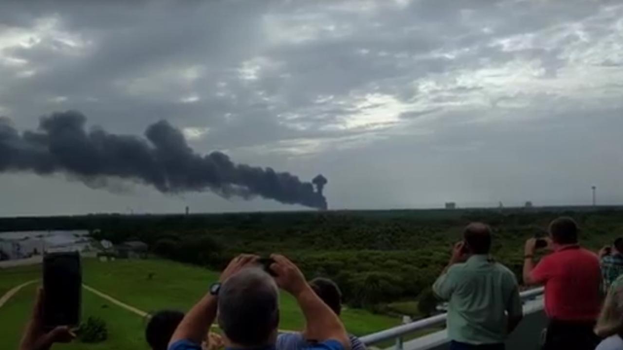 Rookwolken bij Amerikaanse basis Cape Canaveral na explosie raket