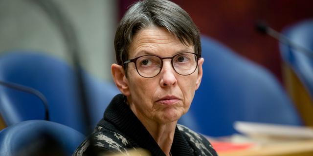 Klijnsma noemt bonusbeleid pensioenuitvoerder APG beroerd