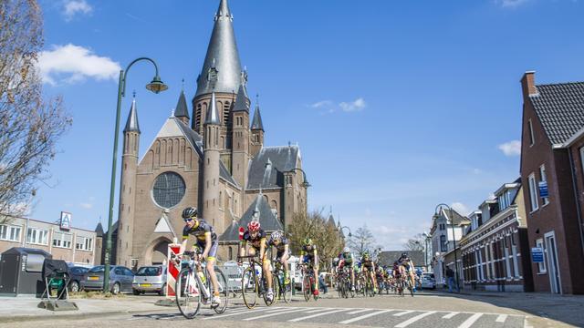 Zonnige editie Grote Wielerronde van Steenbergen