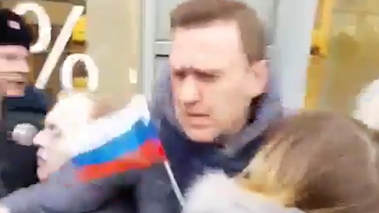 Oppositieleider Navalny opgepakt op straat in Rusland