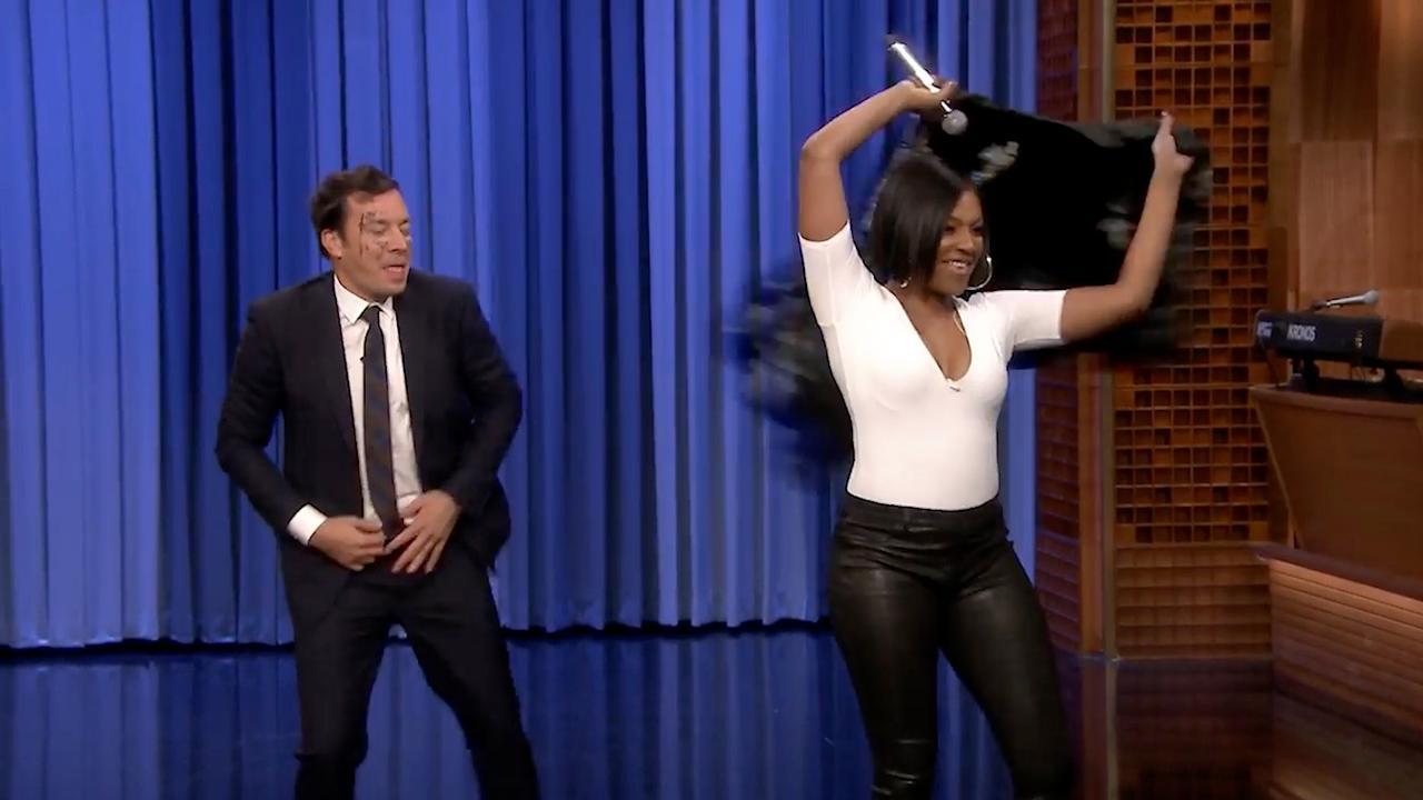 Tiffany Haddish danst erop los bij playbackwedstrijd met Jimmy Fallon