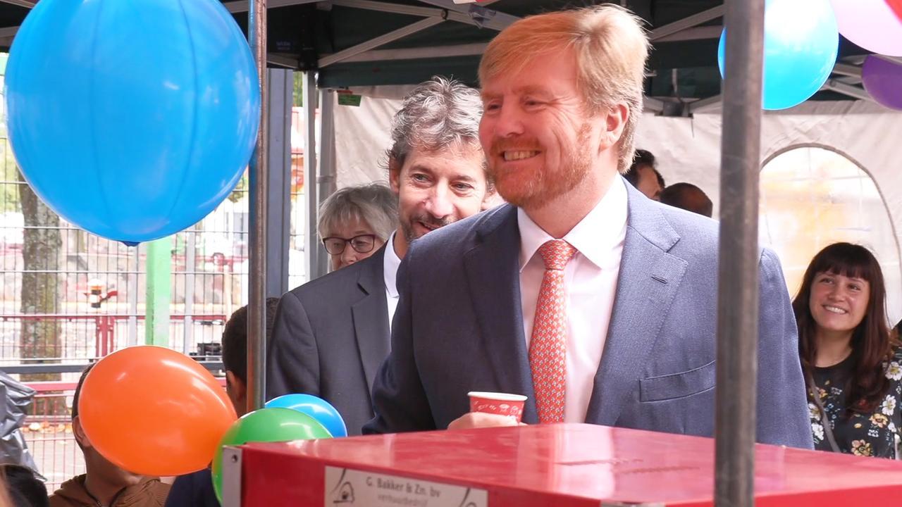 Koning brengt verrassingsbezoek aan Utrechtse wijk