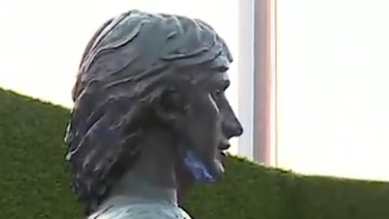 FC Barcelona onthult standbeeld Johan Cruijff