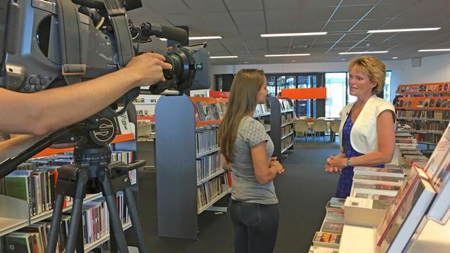 RTL4 filmt bij Nieuwe Nobelaer bibliotheek