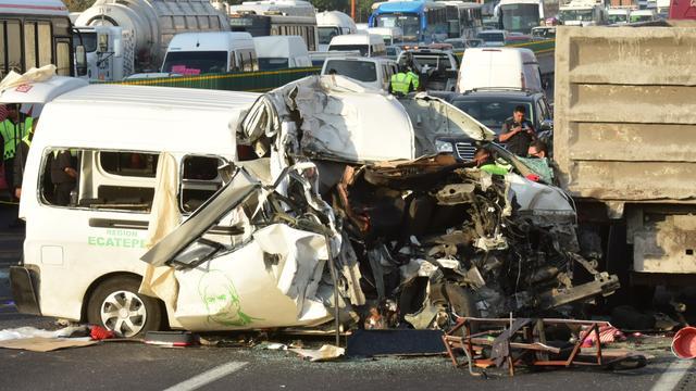 Zeker dertien doden bij busongeluk op snelweg Mexico
