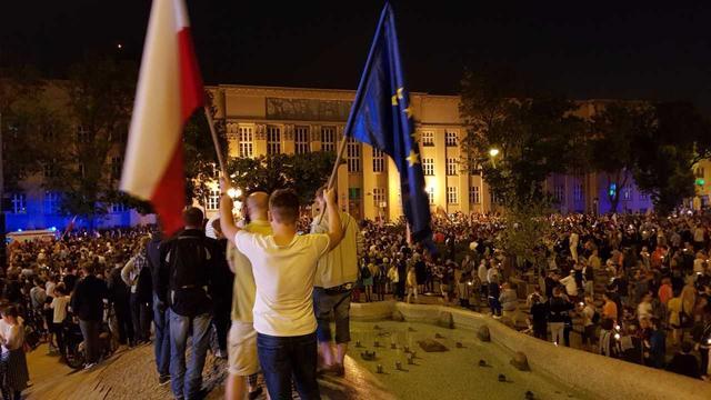 Poolse Senaat stemt in met omstreden hervorming