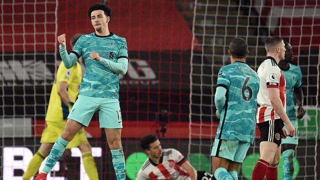 Curtis Jones viert de openingstreffer voor Liverpool.