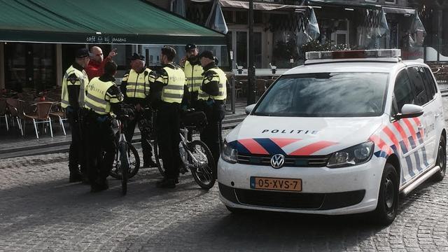 Politie Bergen op Zoom massaal naar Grote Markt
