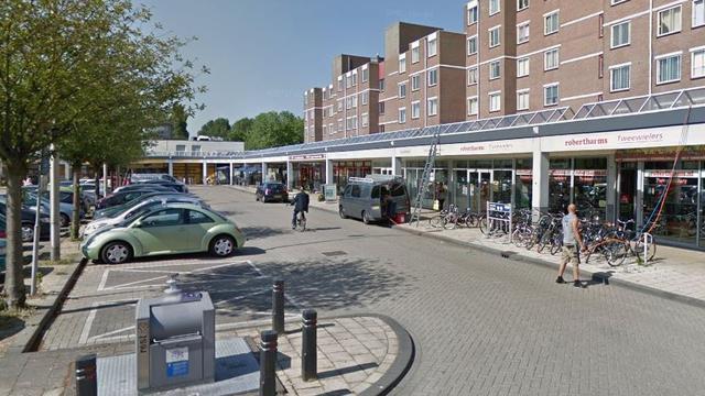 Drie gewonden door aanrijding tegen snackbar in Kruidenhof Diemen