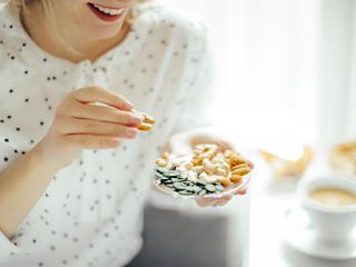 Een gezond voedingspatroon betekent niet dat je tussendoor niet kunt snacken. Het verschil zit in wélke tussendoortjes je kiest