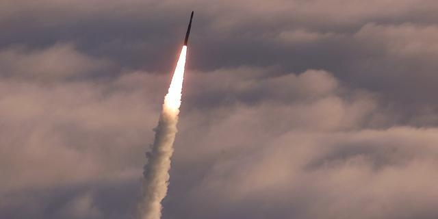Nederlandse instellingen investeren minder in kernwapenfabrikanten