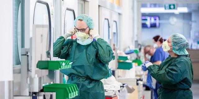 30 miljoen nieuwe mondkapjes besteld, moeten zorg 7 weken vooruithelpen