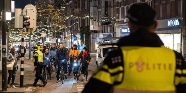 Politie in Utrecht deelt fietslampjes uit in plaats van bekeuringen