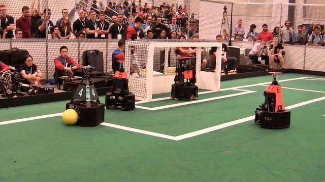 Team TU Eindhoven wint finale WK robotvoetbal