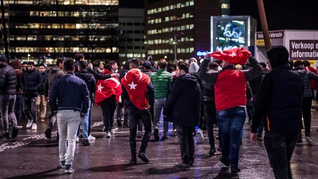 Utrechtse CDA-fractie wil vervolging demonstranten Utrecht Centraal