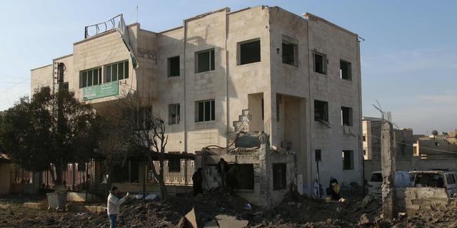 Vijftig doden bij aanvallen op ziekenhuizen Syrië