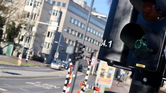 Omstreden kruispunt Wal en Bilderdijklaan heeft weer stoplichten