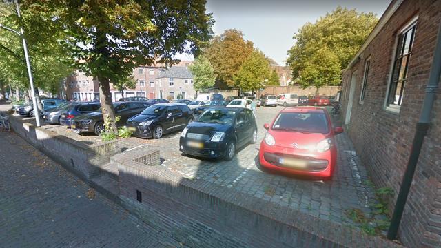 Politie zoekt getuigen van aanrijding tegen auto Bodenplaats