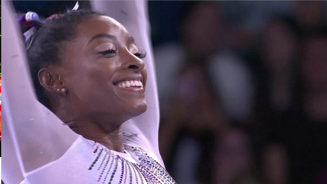 Simone Biles voor vijfde keer wereldkampioene allround