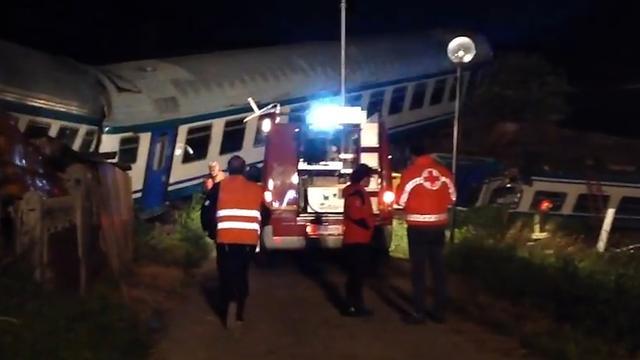 Hulpverleners zoeken slachtoffers na treinbotsing Turijn