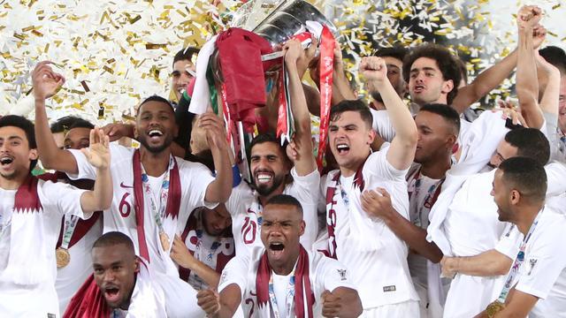 WK-organisator Qatar wint Azië Cup na fraaie treffers in finale tegen Japan