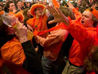 Kleur wordt met Koningsdag massaal gedragen, maar 'meeste Nederlanders kunnen oranje niet hebben'