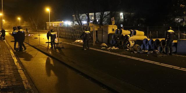 ME ingezet in Haagse wijk Duindorp na ongeregeldheden met brandjes