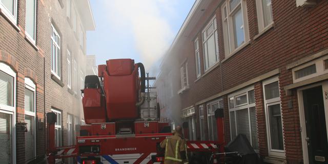 Grote schade na brand in woning aan Ooststraat in Den Haag