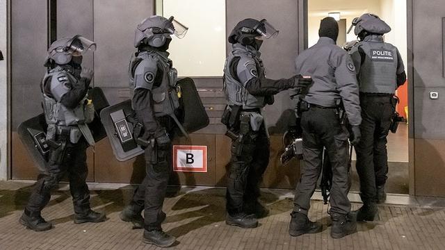 Politie bevrijdt gegijzelde vrouw en haar twee jonge kinderen in Almere