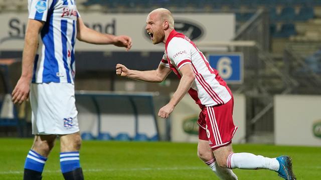 Davy Klaassen zette Ajax op het goede spoor door de score te openen.