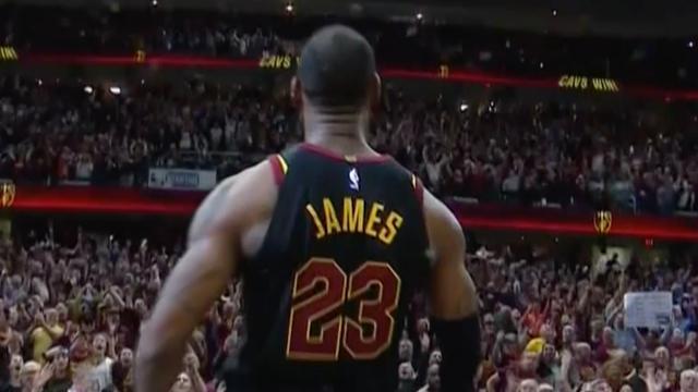 LeBron James bezorgt Cavaliers zege met driepunter tijdens zoemer