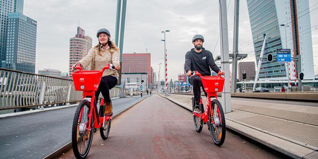 Uber introduceert nieuwe dienst met elektrische deelfietsen in Rotterdam