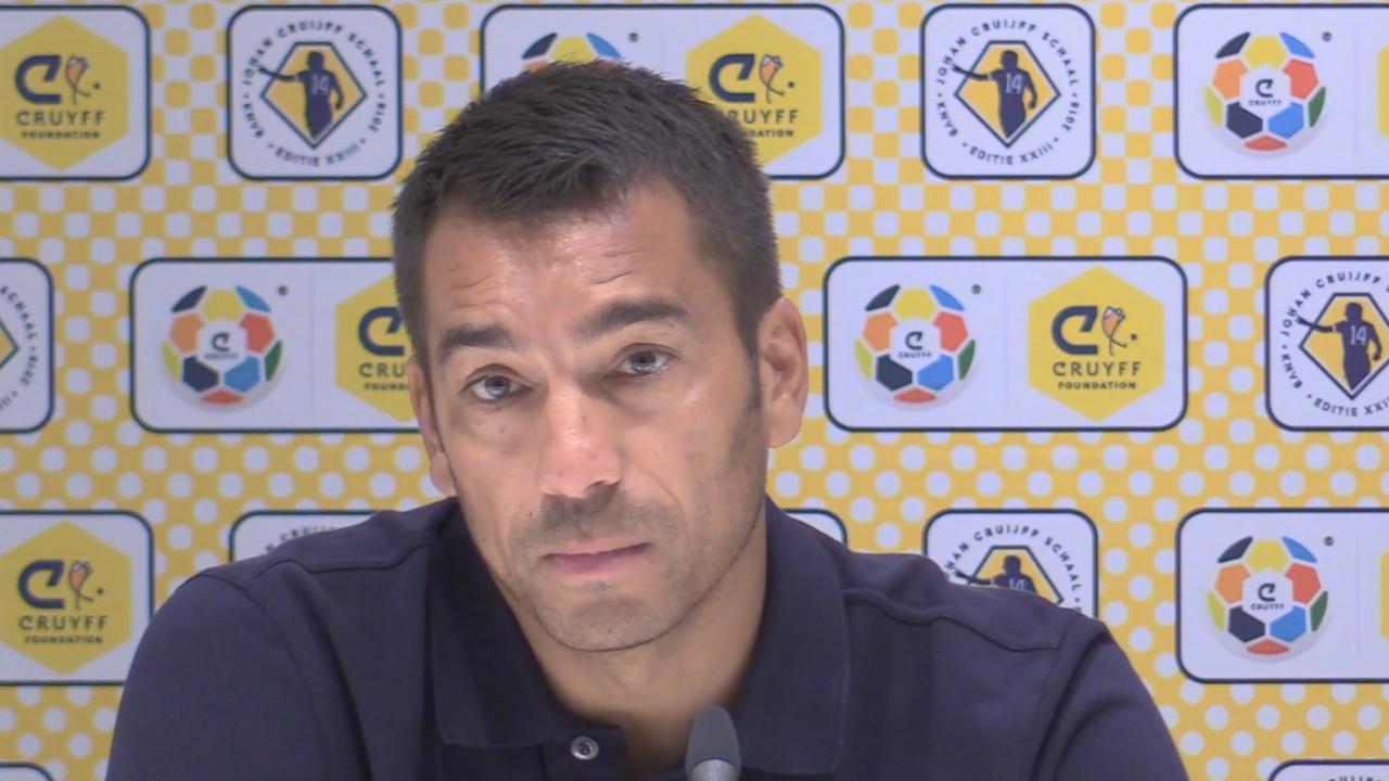 Van Bronckhorst: 'We hadden één doel; weggaan met de schaal'