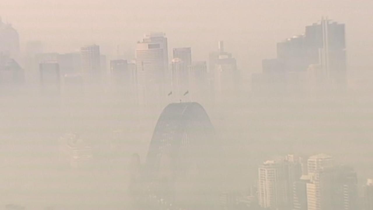 Centrum van Sydney bedolven onder dikke laag rook