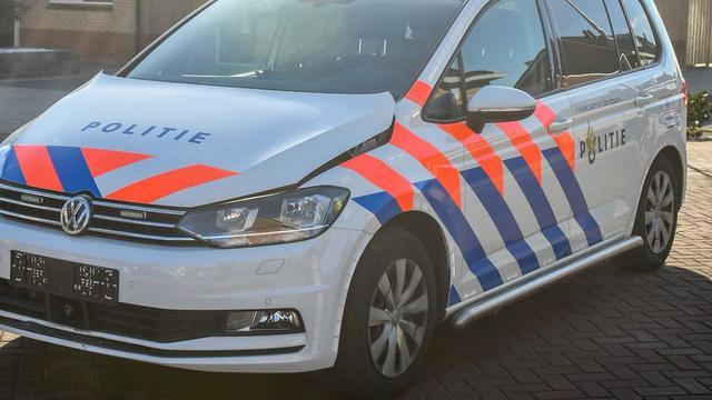 Brommer veroorzaakt aanrijding met politieauto