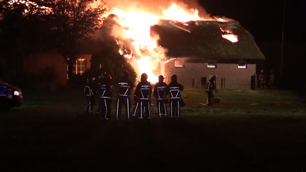 Grote brand in boerderij in Markelo