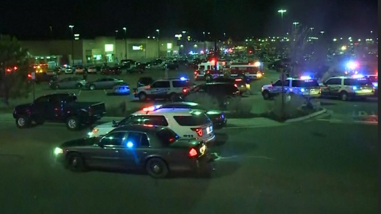 Veel politie op parkeerplaats Walmart na dodelijke schietpartij