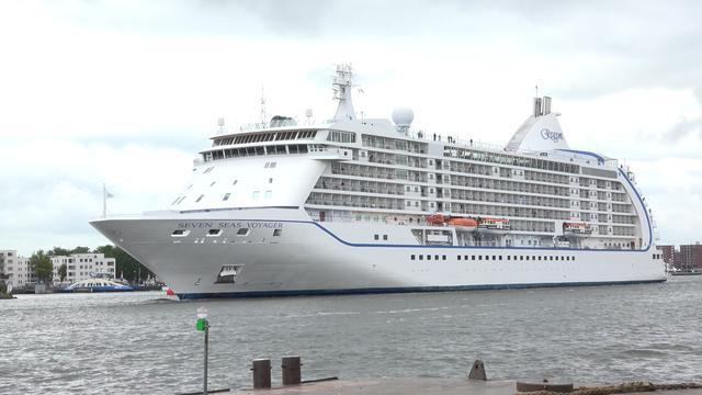 'Bruggen over IJ gevaar voor cruiseschepen'