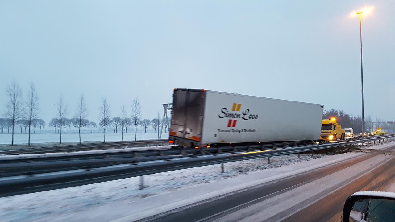 Gladheid in Nederland door sneeuw en ijzel