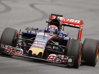 Lewis Hamilton pakt ondanks spin pole position