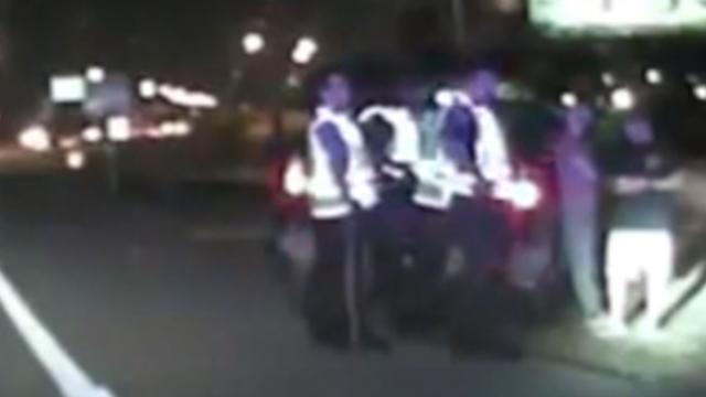 Agenten duiken net op tijd weg voor dronken automobilist in Texas