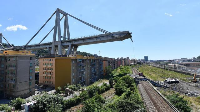 Genua wil ingestorte hangbrug laten herbouwen