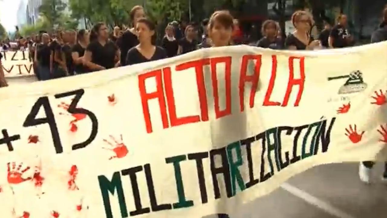 Mexicanen herdenken moord op 43 studenten