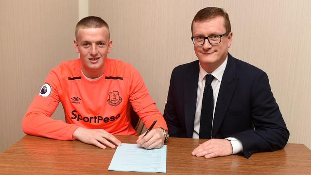 Koeman haalt keeper Pickford voor recordbedrag naar Everton