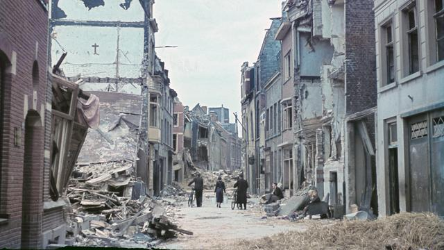 1944: Verwoesting in Venlo na een mislukt geallieerd bombardement.