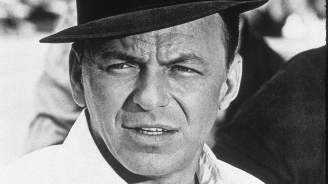 Haar van zanger Frank Sinatra onder de hamer