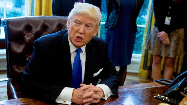 'Trump begint met uitrollen plannen voor muur Mexico'